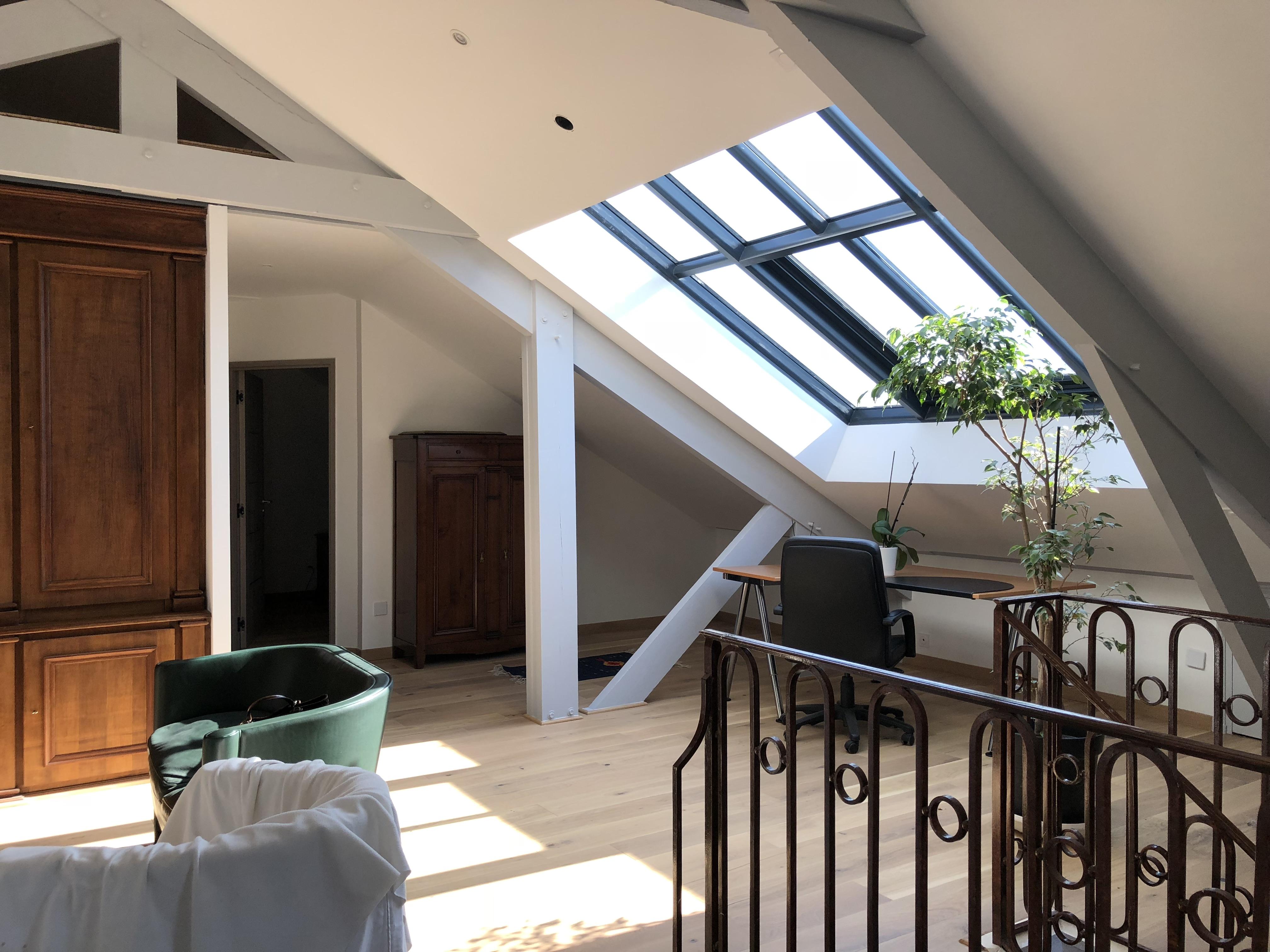Installez une verrière pour faire entrer la lumière et donner du style à votre étage !